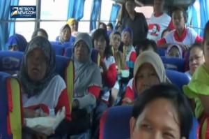 Polisi Hadang Rombongan Ibu-Ibu Pendukung Prabowo