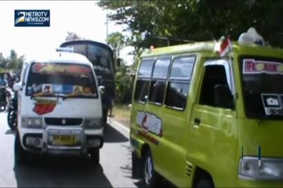 Sopir Angkot Sweeping Bus Penumpang
