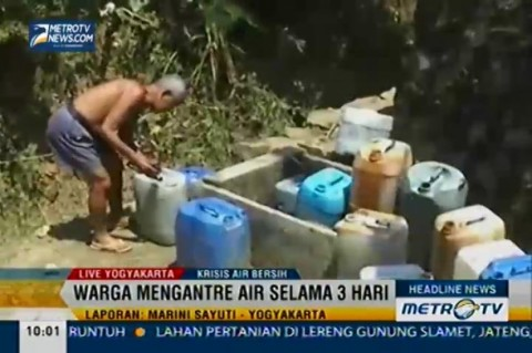Krisis Air Bersih, Warga Manfaatkan Air Hujan