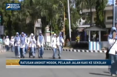 Ratusan Angkot Mogok, Pelajar Jalan Kaki ke Sekolah