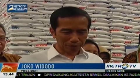 Jokowi Lepas Beras Operasi Pasar