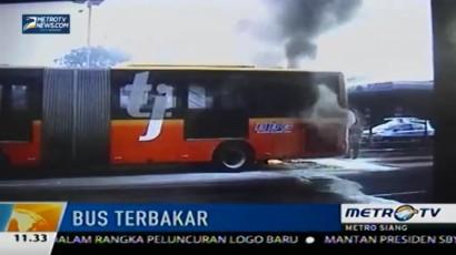 Rekaman Terbakarnya Bus Transjakarta di Jalan Gatot Subroto
