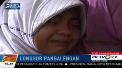 Polwan Berikan Trauma Healing Bagi Korban Longsor di Pangalengan