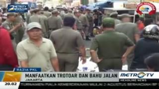 Puluhan PKL di Sekitar Pasar Tanah Abang Dirazia