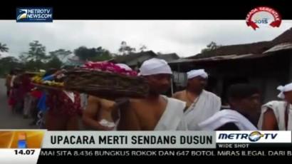 Warga Solo Gelar Upacara Merti Sendang Dusun