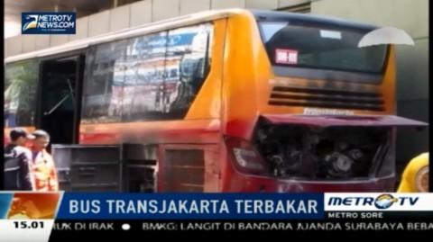 Bus TransJakarta Terbakar di Stasiun Jatinegara 2