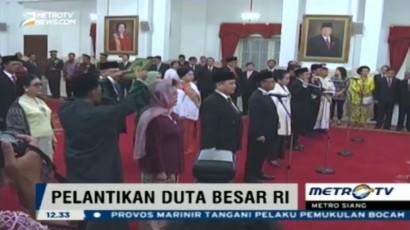 Jokowi Lantik 13 Duta Besar Indonesia di Istana