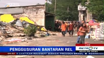 Tiga Alat Berat Dikerahkan Bongkar Bangunan di Rawajati