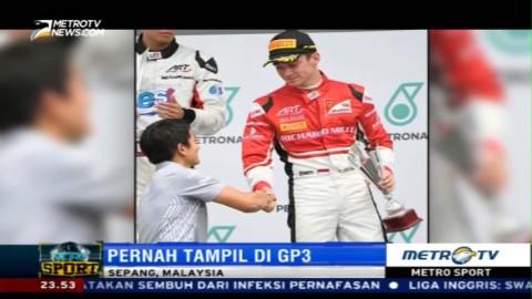 Rio Haryanto Dapat Kehormatan Serahkan Piala kepada Juara GP3 Malaysia