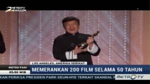 Jackie Chan Menerima Piala Kehormatan Oscar