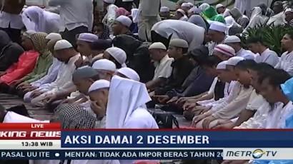PNS Balaikota DKI Ikut Salat Jumat Bersama Peserta Aksi Damai