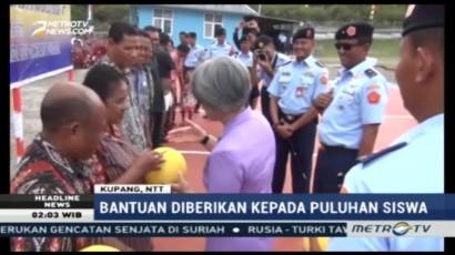 Kick Andy Foundation dan Media Group Berikan Bantuan untuk Pelajar di Kupang