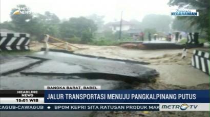 Sebuah Jembatan di Bangka Barat Ambruk Diterjang Banjir