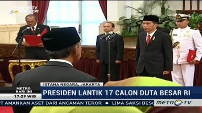 Presiden Jokowi Lantik 17 Dubes Baru