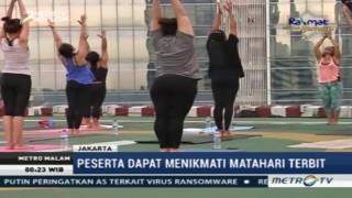 Yoga Sambil Menikmati Indahnya Matahari Terbit