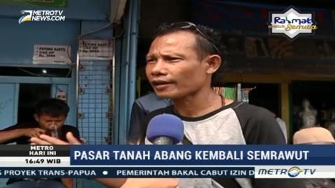 Ini Alasan PKL Tanah Abang Berjualan di Trotoar