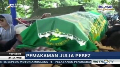 Isak Tangis Iringi Pemakaman Julia Perez