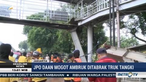 Ditabrak Truk Tangki, JPO di Daan Mogot Ambruk