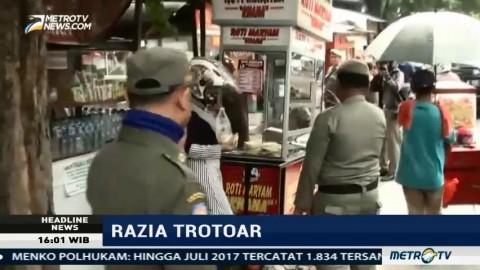 Satpol PP Gelar Razia Sterilisasi Trotoar di Jakarta