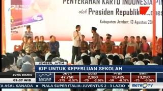 Jokowi Bagikan 1.725 KIP di Jember