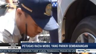 Petugas Gabungan Gelar Razia Parkir Liar di Surabaya
