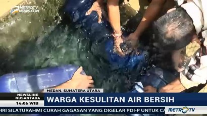 Ratusan Warga Medan Berebut Air Bersih di Kantor PDAM