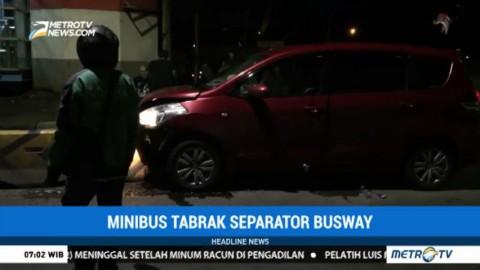 Minibus Tabrak Separator Busway di Jatinegara, Dua Orang Terluka