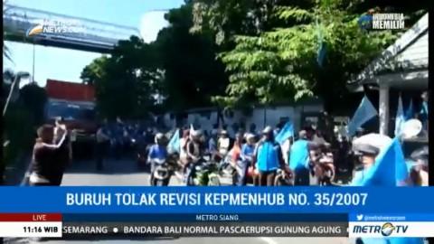 Ratusan Buruh Pelabuhan di Makassar Mogok Kerja