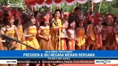 Jokowi dan Iriana Menari Bersama Anak-anak Papua