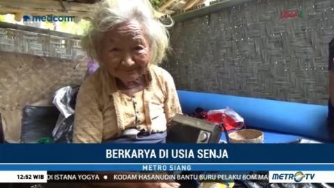 Berusia Lebih dari 100 Tahun, Nenek Ini Tetap Berkarya Membuat Tas Klasik