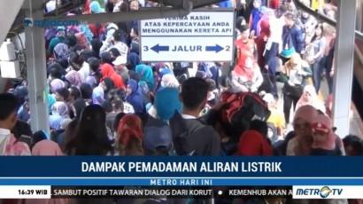 Listrik Padam, Penumpang KRL Menumpuk di Stasiun Tanah Abang