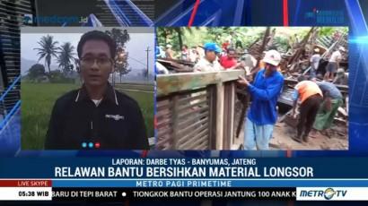 Ratusan Relawan Bantu Bersihkan Material Longsor di Banyumas