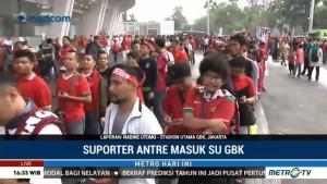 Jelang Laga Indonesia vs Islandia, Suporter Mulai Antre Masuk ke SUGBK