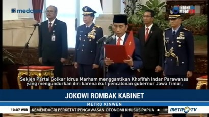 Jokowi Rombak Kabinet