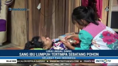 Perjuangan Anak Usia 10 Tahun Merawat Ibunya yang Lumpuh