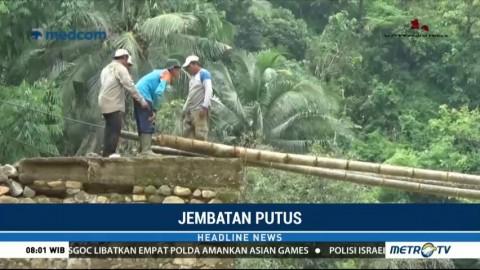 Tiga Hari Terisolasi, Warga Dusun Wonosari Bangun Jembatan Darurat dari Bambu