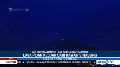 Gunung Sinabung Keluarkan Lava Pijar