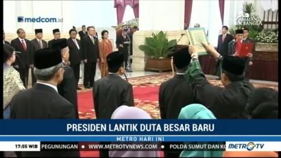Jokowi Lantik 17 Duta Besar Baru di Istana
