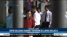 Petugas Sipir Geledah Kamar Tahanan di Lapas Sukabumi