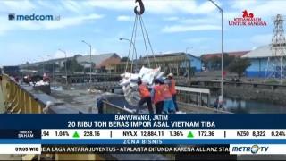 Beras Impor dari Vietnam Tiba di Pelabuhan Tanjung Wangi