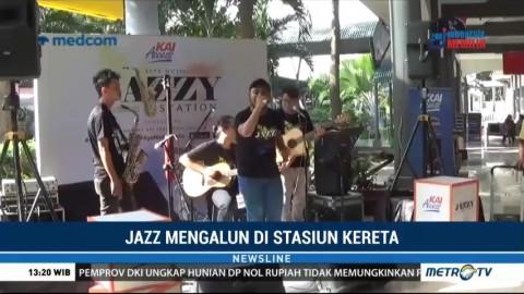 Musik Jazz Hibur Penumpang di Stasiun Gubeng Surabaya