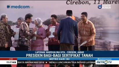 Jokowi Bagi-bagi Sertifikat Tanah di Cirebon