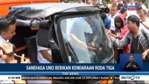 Sandiaga Uno Serahkan 20 Unit Kendaraan Pengangkut Sampah