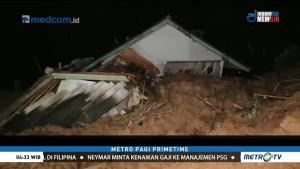 Tebing Longsor Timpa Rumah Warga di Sumedang
