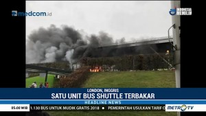Sebuah <i>Shuttle</i> Bus Bandara Stansted London Terbakar
