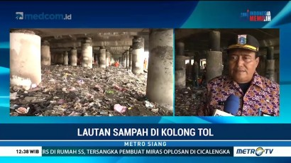Pasukan Oranye Bersihkan Lautan Sampah di Kolong Tol Tanjung Priok