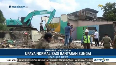 Satpol PP Semarang Robohkan Bangunan di Bantaran Sungai BKT