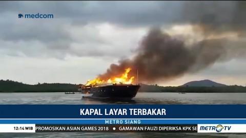 Kapal Layar Terbakar di Kepulauan Riau