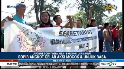 Sopir Angkot se-Bandung Gelar Unjuk Rasa di Depan Gedung Sate