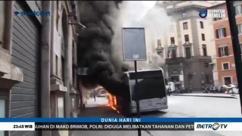 Diduga Korsleting, Sebuah Bus Terbakar di Roma